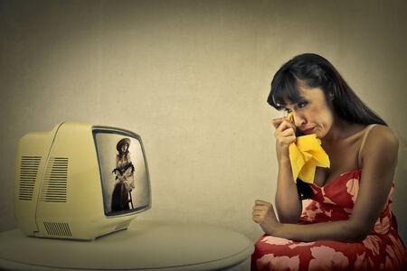 mujer viendo tv: Movido mujer viendo la televisi�n