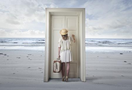 femme valise: La porte à un autre ondial