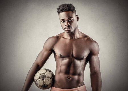 männer nackt: Muskulös Fußballer
