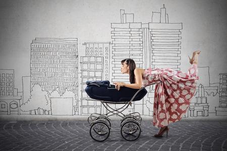 zeichnen: Glückliche Mutter mit ihrem Baby Lizenzfreie Bilder