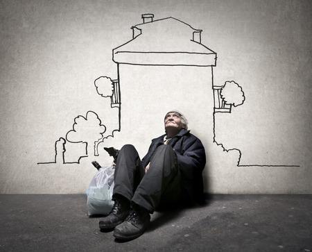 vagabundos: Hombre sin hogar soñando con una casa