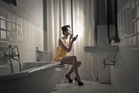 vintage: Kobieta w łazience