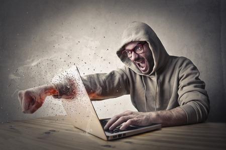 Un coup de poing dans le PC