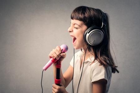 niño cantando: Un gran cantante