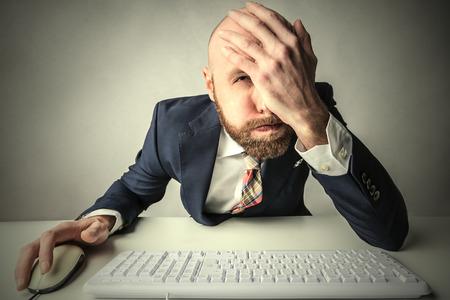 enojo: Desesperado empleado