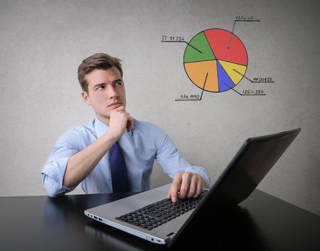 hombre pensando: Los planes de negocios Foto de archivo