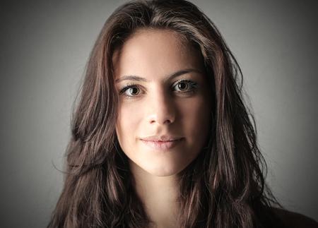 갈색 머리 여자의 초상화 스톡 콘텐츠