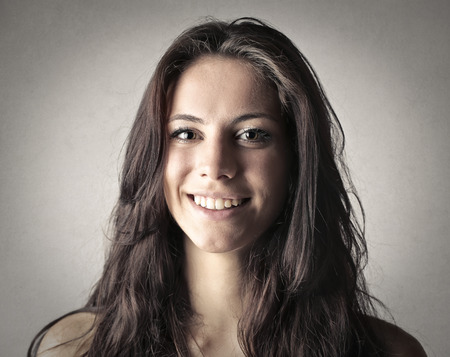 Brunette mujer sonriente