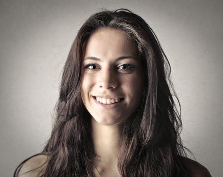 caras felices: Brunette mujer sonriente