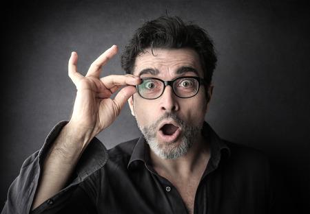 sorpresa: Sorprendida hombre de negocios mirando a la cámara Foto de archivo