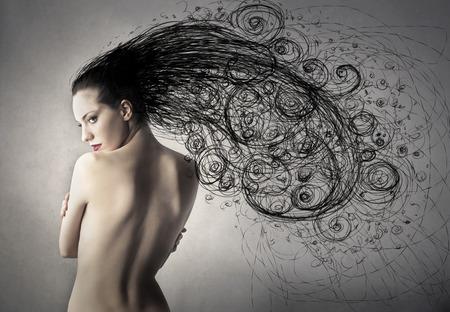 mujeres de espalda: Mujer de pelo largo