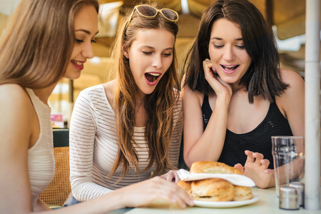 friendly: Three girls eating snacks at a cafe