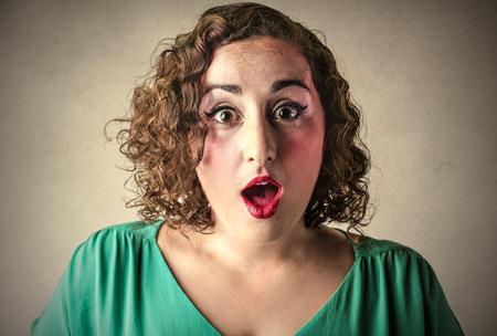 sorprendido: Retrato de la mujer sorprendida