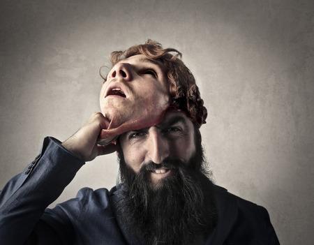 Man onthulling van zijn ware gezicht