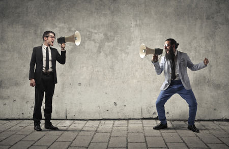 Les hommes d'affaires Crier par mégaphones Banque d'images - 44118396