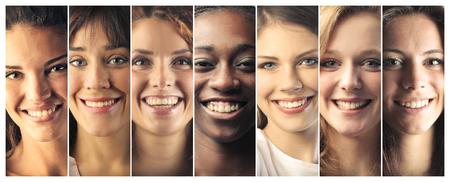 mujeres felices: Gente sonriente