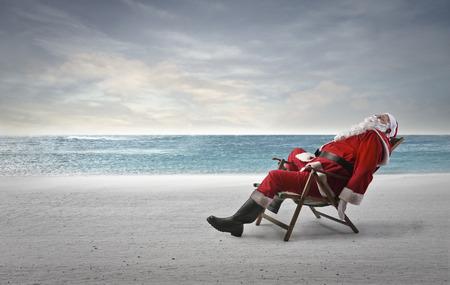 Père Noël au bord de la mer Banque d'images