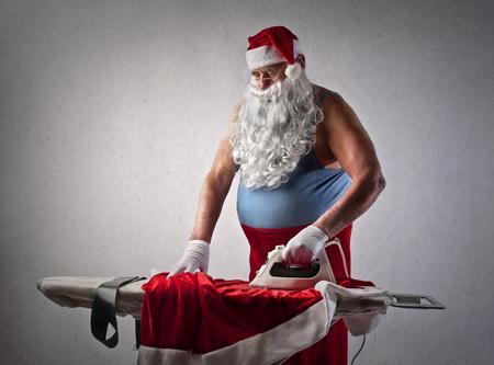 Le Père Noël fait le repassage