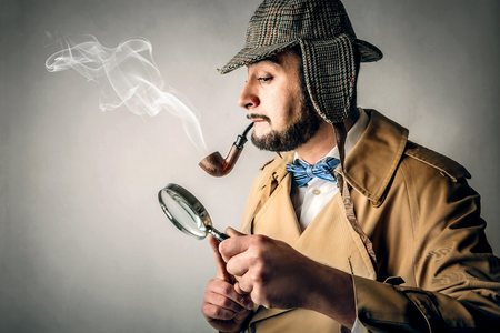 detective: Detective smoking the pipe