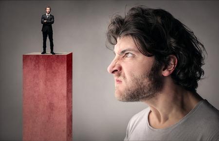 Człowiek patrząc na swojego szefa Zdjęcie Seryjne