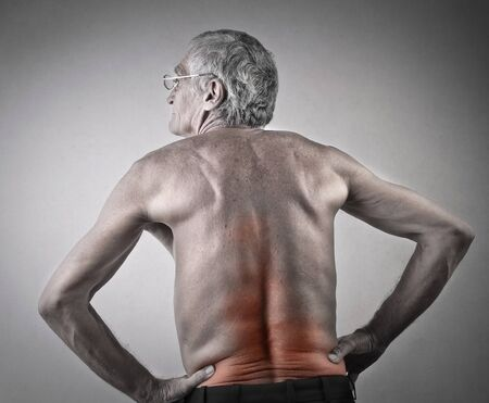 shoulders: Dolor de cabeza del hombre mayor