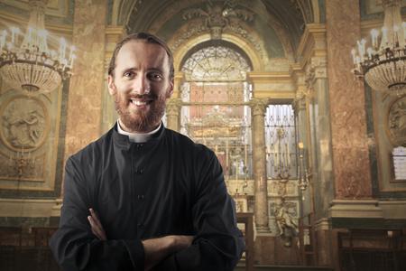 Lachende priester