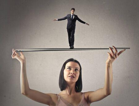 dominacion: Hombre en equilibrio