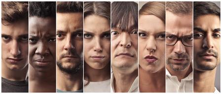 Expresiones severas en los rostros de las personas Foto de archivo
