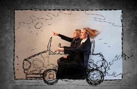 Moeder en dochter besturen van een auto Stockfoto