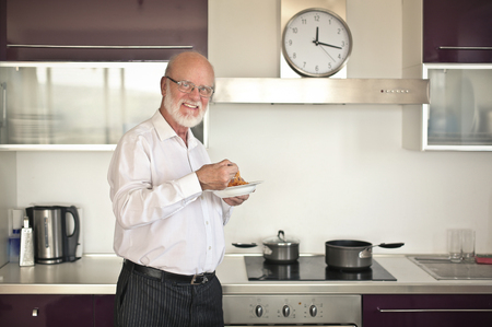 freshly cooked: Man eating freshly cooked meal