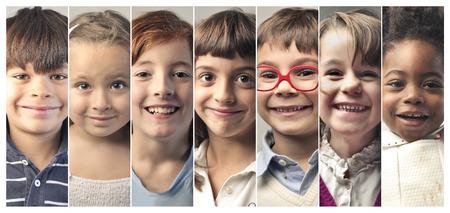 collage caras: Retratos sonrientes de los niños Foto de archivo