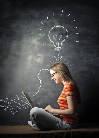 新しいアイデアと創造的なティーン