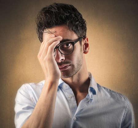 enfado: hombre desesperado