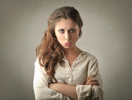 Verdrietig en teleurgesteld meisje
