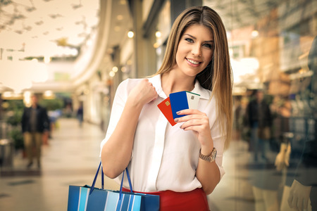Credit cards in the shopping center 版權商用圖片 - 50740043