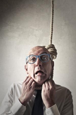 ahorcada: Desesperado hombre de negocios tratando de ahorcarse Foto de archivo