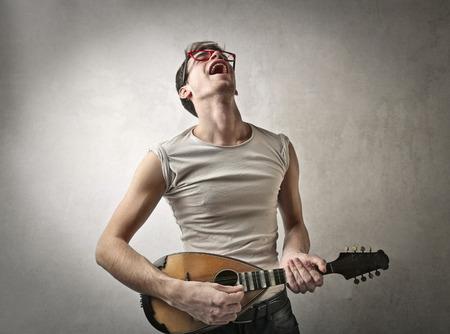 serenade: Singing a serenade