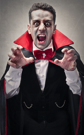 Verkleidet als Dracula Standard-Bild