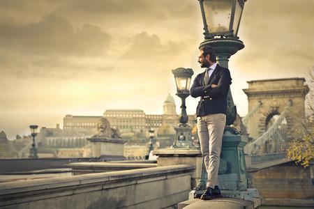 立っているエレガントなビジネスマン 写真素材 - 50743643