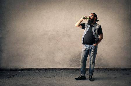 Man trinkt ein Bier