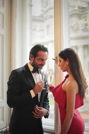 Elegant gekleidete Paar