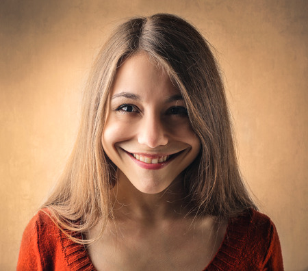 Fille avec un grand sourire Banque d'images - 58971318