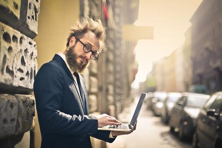 ノート パソコンを使用している人