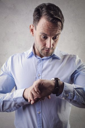 cronologia: Hombre que controla el tiempo Foto de archivo
