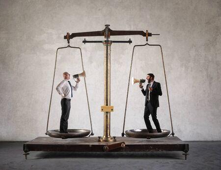 Les gestionnaires sur un cris d'échelle