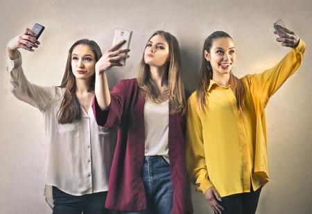 女の子、selfie をやって