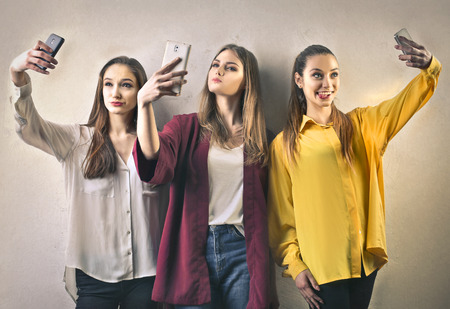 Meisjes die een selfie