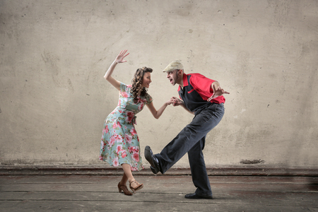 男性と女性の踊り 写真素材