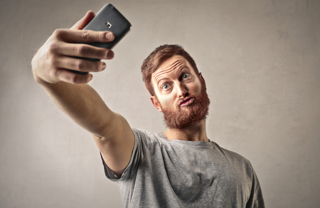 奇妙な男、selfie を行う