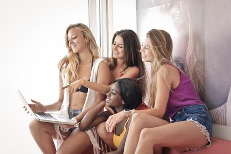 Meninas passando algum tempo juntos
